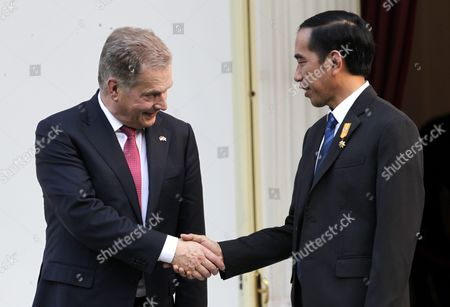 Finnish President Sauli Vainamo Niinisto (l) Shakes Hand with Indonesian President Joko Widodo (r) During Their Meeting at the State Palace in Jakarta Indonesia 03 November 2015 Niinisto is on a Two Day State Visit to Indonesia to Stengthen Bilateral Ties Between the Two Nations Indonesia Jakarta