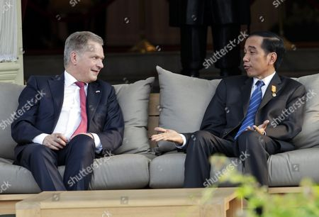 Finnish President Sauli Vainamo Niinisto (l) Sits in a Meeting with the Indonesian President Joko Widodo (r) at the State Palace in Jakarta Indonesia 03 November 2015 Niinisto is on a Two Day State Visit to Indonesia to Stengthen Bilateral Ties Between the Two Nations Indonesia Jakarta