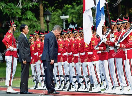 Finnish President Sauli Vainamo Niinisto (c) and Indonesian President Joko Widodo (2 - L) Inspect the Honour Guard Before Their Meeting at the State Palace in Jakarta Indonesia 03 November 2015 Niinisto is on a Two Day Visit to Indonesia to Strengthen Ties Between the Two Nations Indonesia Jakarta