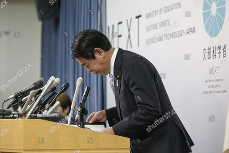 Japanese Education and Sports Minister Hakubun Shimomura Bows After Ending a News Conference at His Ministry Following a Cabinet Meeting at the Prime Minister's Official Residence in Tokyo Japan 25 September 2015 Shimomura Expressed His Intention to Resign to Take His Responsibility Over the Mishandling of a Project to Build the 2020 Tokyo Olympics Main Stadium at the News Conference and Said That Prime Minister Shinzo Abe Asked Him to Stay on the Position Until a Planned Cabinet Reshuffle in Early October Japan Tokyo