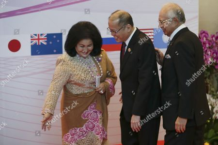 Prime Minister of Philippines Benigno S Aquino Iii (c) is Welcomed by Malaysia Prime Minister Najib Razak (r) and His Wife Rosmah Mansor (l) During the Asean Summit in Kuala Lumpur Malaysia 21 November 2015 Malaysia is Hosting the 27th Asean Summit a Meeting Between Asean Member Countries and Its Three Dialogue Partners As Well As a Meeting of the East Asia Summit (eas) Forum Malaysia Kuala Lumpur