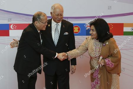 Prime Minister of Philippines Benigno S Aquino Iii (l) is Welcomed by Malaysia Prime Minister Najib Razak (c) and His Wife Rosmah Mansor (r) During the Asean Summit in Kuala Lumpur Malaysia 21 November 2015 Malaysia is Hosting the 27th Asean Summit a Meeting Between Asean Member Countries and Its Three Dialogue Partners As Well As a Meeting of the East Asia Summit (eas) Forum Malaysia Kuala Lumpur