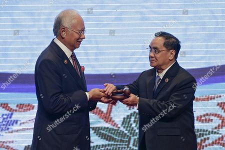 Malaysia Prime Minister Najib Razak (l) Hands Over the Asean Gavel to Laos Prime Minister Thongsing Thammavong (r)during the Closing Ceremony of 27th Asean Summit in Kuala Lumpur Malaysia 22 November 2015 Malaysia is Hosting the 27th Asean Summit a Meeting Between Asean Member Countries and Its Three Dialogue Partners China Japan and Korea As Well As a Meeting of the East Asia Summit (eas) Forum Malaysia Kuala Lumpur