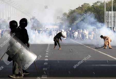 Protesters Clash with Policemen After Attempting to March Towards the Parliament During a Protest on the Chehlum (the Fortieth Day) of Execution of Mumtaz Qadri in Islamabad Pakistan 27 March 2016 Pakistan Had on 29 February Hanged Mumtaz Qadri the Ex-police Guard who Killed Salman Taseer a Former Governor For Opposing the Country's Blasphemy Laws Which Impose the Death Penalty in Some Cases Pakistan Islamabad