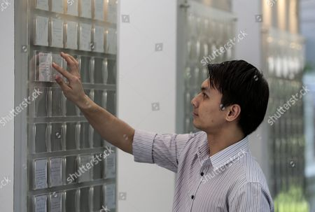Stock Image of A Man Places a Tribute Note on a Board at a Memorial Area Set Up For the Passing of Sr Nathan Outside the Istana Presidential Palace in Singapore 23 August 2016 Nathan who was Singapore's Sixth President Died in a Hospital on 22 August 2016 at the Age of 92 a State Funeral Will Be Held on Friday and His Body Will Lie in State at the Parliament House For the Public to Pay Their Last Respects on Thursday Singapore Singapore