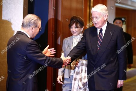 Korea International Trade Association Chairman and Ceo Kim In-ho (l) Greets the Icelandic President Olafur Ragnar Grimsson (r) and Wife Dorrit Moussaieff (c) As They Arrive to Attend a Luncheon Hosted by the Four Economic Organizations in Seoul South Korea 09 November 2015 President Olafur Ragnar Grimsson is in Seoul on a Three-day Official Visit to Promote Cooperation Between the Two Countries Korea, Republic of Seoul