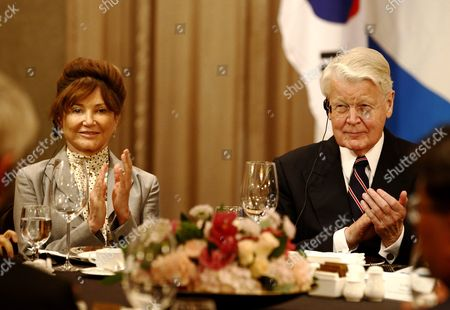 Icelandic President Olafur Ragnar Grimsson (r) and His Wife Dorrit Moussaieff (l) Attend a Luncheon Hosted by the Four Economic Organizations in Seoul South Korea 09 November 2015 President Olafur Ragnar Grimsson is in Seoul on a Three-day Official Visit to Promote Cooperation Between the Two Countries Korea, Republic of Seoul