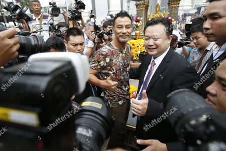 Hong Kong Superstar Simon Yam Tak-wah (c-l) Poses For a Photo After He Worships to a Statue of Lord Brahma the Hindu God of Creation at the Erawan Shrine in Bangkok Thailand 22 September 2015 Hong Kong Superstars Michelle Yim Also Known As Mai Suet and Simon Yam Tak-wah to Visit the Erawan Shrine on 22 September by Invitation of the Tourism Authority of Thailand (tat) For to Help Restore the Confidence of Chinese Tourists Hong Kong and Thai Tourism Industry After a Bombing on 17 August That Killed at Least 20 People and Injured More Than Hundred Thailand Bangkok
