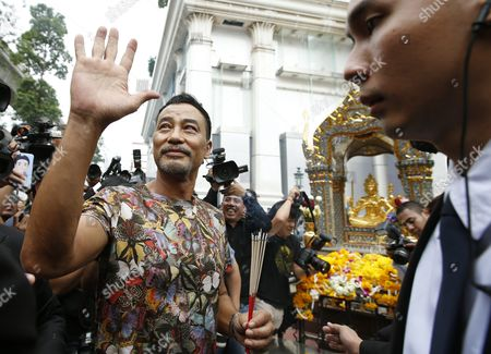 Hong Kong Superstar Simon Yam Tak-wah (c) Worships to a Statue of Lord Brahma the Hindu God of Creation at the Erawan Shrine in Bangkok Thailand 22 September 2015 Hong Kong Superstars Michelle Yim Also Known As Mai Suet and Simon Yam Tak-wah to Visit the Erawan Shrine on 22 September by Invitation of the Tourism Authority of Thailand (tat) For to Help Restore the Confidence of Chinese Tourists Hong Kong and Thai Tourism Industry After a Bombing on 17 August That Killed at Least 20 People and Injured More Than Hundred Thailand Bangkok