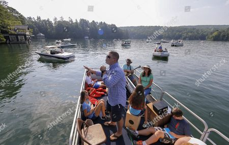 Stock Picture of Senior Pastor Jeremy Lawson of Clayton First United Methodist Church Delivers His Sermon During Lake Rabun Boat Church in Lakemont Georgia Usa 26 July 2015 Since 1972 Clayton First United Methodist Church Has Been Conducting the Floating Services on Summer Sunday Mornings on the North Georgia Mountain Lake From Memorial Day (30 May) Through Labor Day (first Monday of September) People who Live Or Visit the Lake Can Attend the Services on Their Boats Or Listen From the Shore United States Lakemont