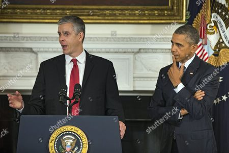 Us President Barack Obama (r) Listens to Secretary of Education Arne Duncan (l) After Announcing That Duncan is Stepping Down in the State Dining Room of the White House in Washington Dc Usa 02 October 2015 Duncan Has Served in the Post For Seven Years; Obama Has Asked Education Department Official John King Jr to Take Duncan's Place United States Washington