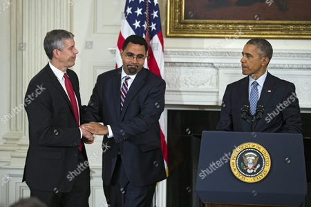 Us President Barack Obama (r) Announces That Arne Duncan (l) is Stepping Down As Secretary of Education and That Education Department Official John King Jr (c) Will Take Duncan's Place in the State Dining Room of the White House in Washington Dc Usa 02 October 2015 Duncan Has Served in the Post For Seven Years United States Washington