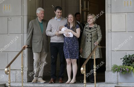 Former Us President Bill Clinton (l) Chelsea Clinton (2-r) Carrying Her New Baby Aidan Clinton Mezvinsky Her Husband Mark Mezvinsky (2-l) and Us Democratic Presidential Candidate Hillary Clinton Leave Lenox Hill Hospital in New York New York Usa 20 June 2016 Their Son was Born on 18 June United States New York
