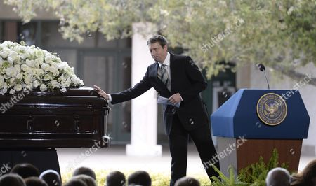 Ronald Reagan Jr Touches the Casket of His Mother Former Us First Lady Nancy Reagan During Funeral Services at the Ronald Reagan Presidential Library in Simi Valley California Usa 11 March 2016 Nancy Reagan the Wife of Former Us President Ronald Reagan Died Age 94 at Her Home in Bel Air California on 06 March United States Simi Valley