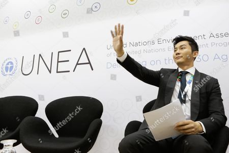 Chinese Actor and Beijing Environmental Ambassador Li Chen Waves at Journalists During Release of Beijing Air Quality Control Review Report at the Second United Nations Environment Assembly (unea-2) at the United Nations Environment Programme (unep) Headquarters in Nairobi Kenya 25 May 2016 the Unea-2 Started on 23 May and Will End on 27 May Kenya Nairobi