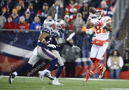 Kansas City Chiefs Jason Avant (r) Catches a Pass in Front of New England Patriots Logan Ryan (l) and Devin Mccourty (c) in the Second Quarter of Their Afc Divisional Round Playoff at Gillette Stadium in Foxborough Massachusetts Usa 16 January 2016 the Winner Will Go on to Face Either the Denver Broncos Or the Pittsburgh Steelers in the Afc Championship Game United States Foxborough