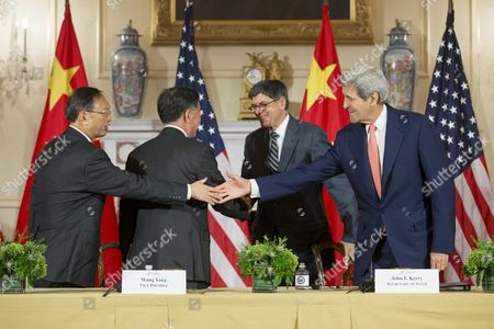Us Secretary of State John Kerry (r) and Us Treasury Secretary Jack Lew (2-r) Shake Hands with State Councilor of China Yang Jiechi (l) and Vice Premier of China Wang Yang (2-l) at the Conclusion of the Joint Closing Session of the 2015 Us - China Strategic and Economic Dialogue (s and Ed) at the State Department in Washington Dc Usa 24 June 2015 the Annual Event is a Bilateral Forum where China and the Us Discuss a Broad Range of Issues Especially in the Area of Trade and the Global Economy United States Washington