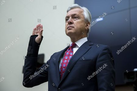 Chairman and Ceo of the Wells Fargo & Company John Stumpf is Sworn in Prior to Testifying Before the House Financial Services Committee Hearing on 'Holding Wall Street Accountable: Investigating Wells Fargo's Opening of Unauthorized Customer Accounts 'Capitol Hill in Washington Dc Usa 29 September 2016 the State Treasurer of California is Suspending Large Parts of the State's Business with Wells Fargo Due to the Scandal Involving Unauthorized Customer Accounts United States Washington