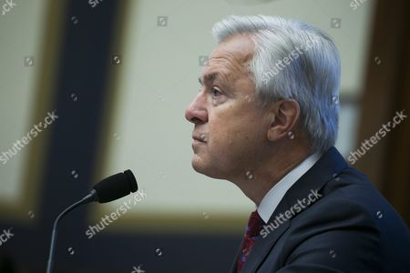 Chairman and Ceo of the Wells Fargo & Company John Stumpf Testifies Before the House Financial Services Committee Hearing on 'Holding Wall Street Accountable: Investigating Wells Fargo's Opening of Unauthorized Customer Accounts ' Capitol Hill in Washington Dc Usa 29 September 2016 the State Treasurer of California is Suspending Large Parts of the State's Business with Wells Fargo Due to the Scandal Involving Unauthorized Customer Accounts United States Washington