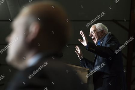 Democratic Presidential Candidate Bernie Sanders (r) is Seen Speaking at the Podium Behind an Agent of the U S Secret Service During a Rally at Daniel Webster Community College in Nashua New Hampshire Usa 08 February 2016 the New Hampshire Primary Will Be Held on 09 February 2016 United States Nashua