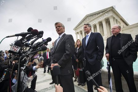 Former Virginia Governor Bob Mcdonnell Speaks to the Media After the Supreme Court Heard Oral Arguments in His Federal Corruption Case in Washington Dc Usa 27 April 2016 Mcdonnell Asked the Supreme Court to Throw out His 2014 Federal Corruption Conviction For Extortion and Fraud United States Washington