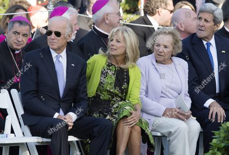 (l-r) Us Vice President Joe Biden His Wife Jill Biden Widow of Robert Kennedy Ethel Kennedy; and Us Secretary of State John Kerry Attend an Arrival Ceremony For Pope Francis on the South Lawn of the White House in Washington Dc Usa 23 September 2015 Pope Francis is on a Five-day Trip to the Usa Which Includes Stops in Washington Dc New York and Philadelphia After a Three-day Stay in Cuba Pope Francis Added the Cuba Visit After Helping Broker a Historic Rapprochement Between Washington and Havana That Ended a Diplomatic Freeze of More Than 50 Years United States Washington