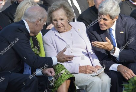 Us Vice President Joe Biden (l) and Us Secretary of State John Kerry (r) Speak with Widow of Robert Kennedy Ethel Kennedy (c) at an Arrival Ceremony For Pope Francis on the South Lawn of the White House in Washington Dc Usa 23 September 2015 Pope Francis is on a Five-day Trip to the Usa Which Includes Stops in Washington Dc New York and Philadelphia After a Three-day Stay in Cuba Pope Francis Added the Cuba Visit After Helping Broker a Historic Rapprochement Between Washington and Havana That Ended a Diplomatic Freeze of More Than 50 Years United States Washington