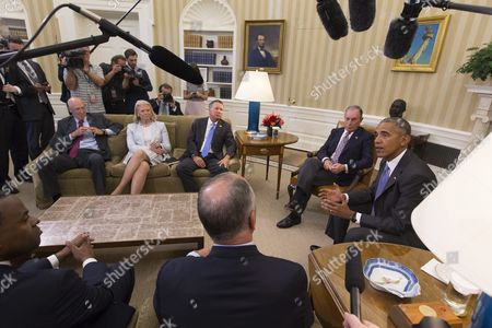 Us President Barack Obama (r) Delivers Remarks to Members of the News Media at a Meeting on the Trans-pacific Partnership (tpp) with Business Government and National Security Leaders in the Oval Office of the White House in Washington Dc Usa 16 September 2016 Also in the Picture is Former Secretary of the Us Treasury Henry Paulson (back L) Chairwoman President and Ceo of Ibm Ginni Rometty (back 2-l) Governor of Ohio John Kasich (back C) Former Mayor of New York City Michael Bloomberg (2-r) Mayor of Atlanta Kasim Reed (front L) and Governor of Louisiana John Bel Edwards (back to Camera) United States Washington