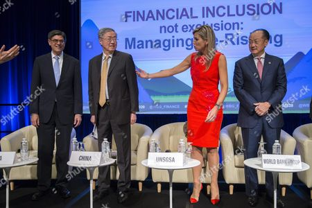 Un Secretary General's Special Advocate For Inclusive Finance For Development Queen Maxima of the Netherlands (2r) Us Secretary of Treasury Jacob Lew (l) Governor of the People's Bank of China Zhou Xiaochuan (2l) and World Bank President Jim Yong Kim (r) Arrive on Stage For a Discussion on Financial Inclusion not Exclusion: Managing De-risking at World Bank Group Headquarters in Washington Dc Usa 07 October 2016 the 2016 Annual Meetings of the International Monetary Fund and World Bank Group Take Place 7-9 October United States Washington