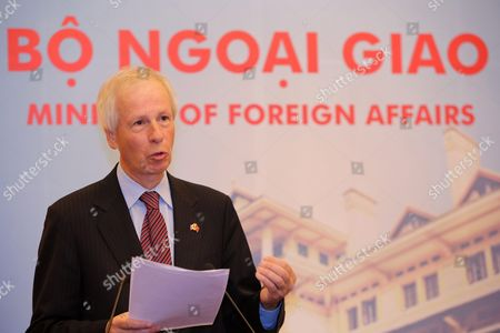 Canadian Foreign Minister Stephane Dion Speaks During a Press Briefing at the Government Guesthouse in Hanoi Vietnam 05 September 2016 Dion is on an Official Visit to Vietnam From 03 to 08 September 2016 Viet Nam Hanoi