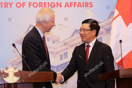 Canadian Foreign Minister Stephane Dion (l) Shakes Hands with Vietnamese Foreign Minister Pham Binh Minh (r) After a Press Briefing at the Government Guesthouse in Hanoi Vietnam 05 September 2016 Dion is on an Official Visit to Vietnam From 03 to 08 September 2016 Viet Nam Hanoi