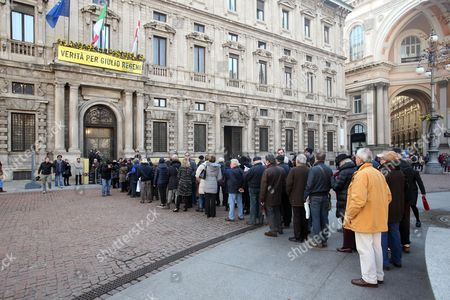 People Queue Up to Pay Their Respects to Umberto Veronesi As the Body of the Top Italian Oncologist and Former Health Minister Lies in State at City Hall in Milan Italy 10 November 2016 Veronesi who Died Aged 90 on 08 November was Internationally Respected For His Groundbreaking Work on Preventing and Treating Breast Cancer the Physician Founded a Top Cancer-research Foundation That Carried His Name and was an Advocate of the Benefits of Vegetarianism Italy Milan