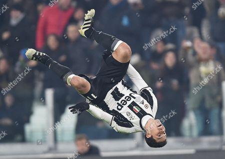 Juventus' Hernanes Jubilates After Scoring the 3-0 Goal During the Italian Serie a Soccer Match Juventus Vs Pescara at Juventus Stadium in Turin Italy 19 November 2016 Italy Turin