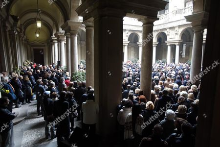 Crowd of People Attend the Non-religious Funeral of the Top Italian Oncologist and Former Health Minister Umberto Veronesi at City Hall in Milan Italy 11 November 2016 Veronesi who Died Aged 90 on 08 November was Internationally Respected For His Groundbreaking Work on Preventing and Treating Breast Cancer Italy Milan (italy)