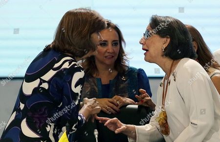 Colombian Foreign Affairs Minister Maria Angela Holguin (l) Talks to Iberoamerican General Secretary Rebeca Grynspan (r) and Mexico's Foreign Minister Claudia Ruiz Massieu (c) During the Foreign Affairs Minister Meeting in Cartagena De Indias Colombia 28 October 2016 Colombia Cartagena