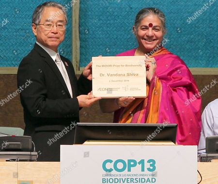 A Photo Made Available 03 December 2016 of Naoki Hayashi (l) the Executive Director of the Environmenral Foundation Aeon Presenting 'The Midori Price For Biodivertisty' Award to Indian Activist and Writer Vandana Shiva (r)áwithin a Meeting of the 13th Conference of the Parties on Biological Diversity Cop13 in Cancun Mexico 02 December 2016 Mexico Cancun
