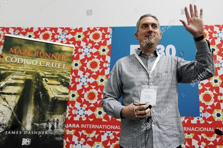Us Writer James Dashner Greets the Audience at a Press Conference on the Fifth Day of the 30th Guadalajara International Book Fair (fil) in Guadalajara Mexico 30 November 2016 Dashner Presented His Science Fiction Book 'Codigo C R U E L ' (the Fever Code) Which is a Prequel to His Maze Runner Trilogy Mexico Guadalajara