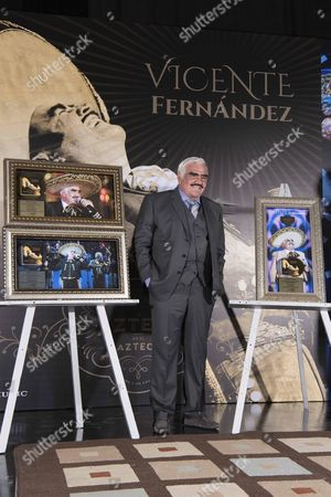 Stock Image of Mexican Singer Vicente Fernandez Poses During a Press Conference After Being Awarded For High Sales of His Album 'Un Azteca En El Azteca' in Mexico City Mexico 08 November 2016 Mexico Guadalajara