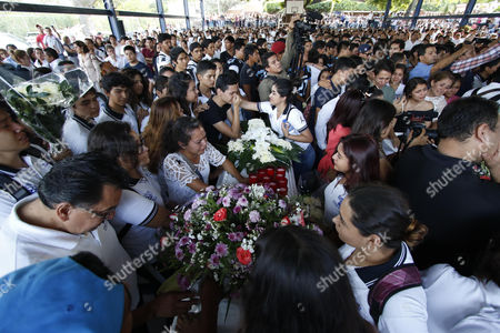 Students and Teachers of the Autonomous University of the State of Morelos (uaem) Attend the Funeral of Four Students in Yautepec Mexico 03 November 2016 Six People Were Killed on 02 November Including Four Uaem Students the Rector of the University Alejandro Vera Put in Doubt the Research of the Attorney General of the State Javier Perez Duron who Discarded the Involvement of Organized Crime in the Murder Mexico Yautepec