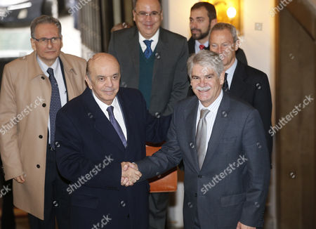 Spanish Foreign Minister Alfonso Dastis (r) Greets His Brazilian Counterpart Jose Serra (l) Before a Meeting Held at the Santa Cruz Palace in Madrid Spain 23 November 2016 Spain Madrid
