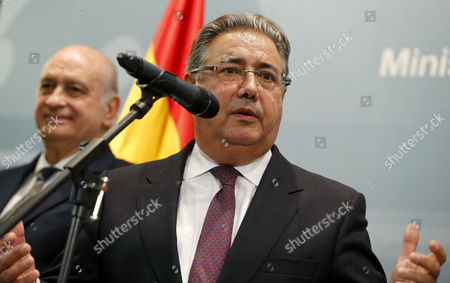New Spanish Home Minister Juan Ignacio Zoido (c) Delivers a Speech Next to His Predecessor Jorge Fernandez Diaz (l) As Zoido Takes Office at Spanish Home Ministry in Madrid Spain 04 November 2016 Spanish Prime Minister Mariano Rajoy (unseen) Announced the Day Before the Names of His New Ministers For Next Term of Office Spain Madrid