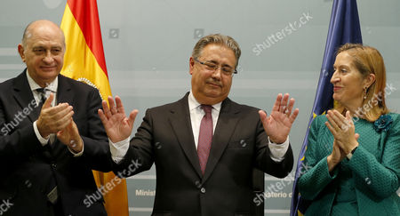 New Spanish Home Minister Juan Ignacio Zoido (c) Acknowledges the Applause by His Predecessor Jorge Fernandez Diaz (l) and Speaker of Spanish Lower Chamber Ana Pastor (r) As Zoido Takes Office at Spanish Home Ministry in Madrid Spain 04 November 2016 Spanish Prime Minister Mariano Rajoy (unseen) Announced the Day Before the Names of His New Ministers For Next Term of Office Spain Madrid