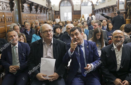 British Writer John Lanchester (2-l) Chats with Galician Regional Culture Minister Roman Rodriguez (2-r) Shortly Before Lanchester was Presented the 12th European Novel Award 'Casino De Santiago' For His Book 'Capital' in Santiago De Compostela Spain 03 November 2016 Spain Santiago De Compostela