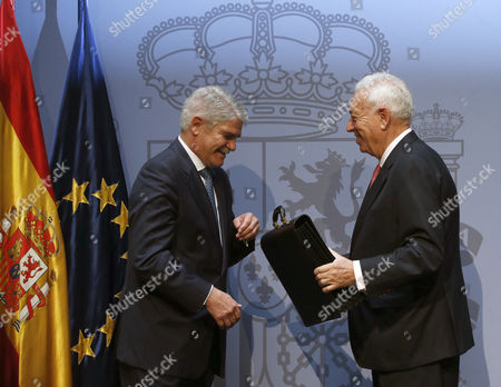 Newly Sworn in Spanish Foreign Minister Alfonso Dastis (l) and His Predecessor Jose Manuel Garcia-margallo Officially Transfer Roles During a Swearing in Ceremony For the New Spanish Cabinet in Madrid Spain 04 November 2016 Spain Madrid