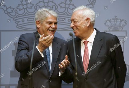 Newly Sworn in Spanish Foreign Minister Alfonso Dastis and His Predecessor Jose Manuel Garcia-margallo Speak During a Swearing in Ceremony For the New Spanish Cabinet in Madrid Spain 04 November 2016 Spain Madrid