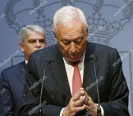 Newly Sworn in Spanish Foreign Minister Alfonso Dastis (l) Listens to His Predecessor Jose Manuel Garcia-margallo Deliver a Speech During a Swearing in Ceremony For the New Spanish Cabinet in Madrid Spain 04 November 2016 Spain Madrid