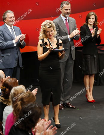 German Violinist Anne-sophie Mutter (c-front) is Applauded by Spain's King Felipe Vi (r-2) Queen Letizia (r) and Spanish Culture Minister Inigo Mendez De Vigo (l) After Receiving a Medal During the Fine Arts Medals Awarding Ceremony at Victoria Eugenia Theater in San Sebastian Basque Country Northern Spain 05 December 2016 Spain San Sebastian
