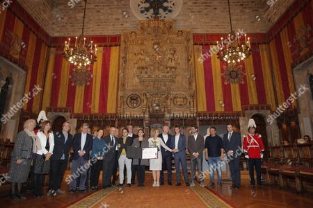 Dutch Legend Player Johan Cruyff's Widow Danny Coster (c) and His Son Jordi Cruyff (c-r) Receive From Barcelona's Mayor Ada Colau (l) the Gold Medal to Sport Merit Posthumously During an Act Held at the City Hall of Barcelona Catalonia Spain on 10 November 2016 Spain Barcelona