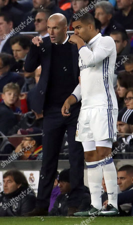 Real Madrid's Brazilian Midfielder Carlos Henrique Casimiro (r) and Coach Zinedine Zidane Talk During the Primera Division Match Between Fc Barcelona and Real Madrid at Camp Nou Stadium in Barcelona Catalonia Spain 03 December 2016 Spain Barcelona