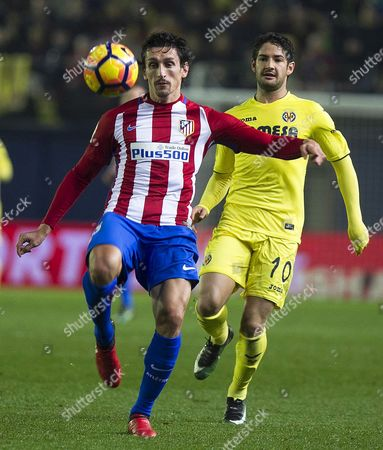 Atletico Madrid's Montenegrin Defender Stefan Savic (l) in Action Against Villarreal's Brazilian Striker Alexandre Pato (r) During the Spanish Primera Division Soccer Match Between Villarreal Cf and Atletico Madrid at the Campo Del Madrigal Stadium in Villarreal Spain 12 December 2016 Spain Villarreal